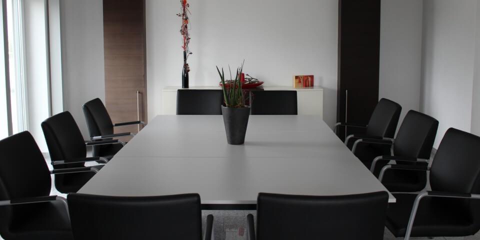 Kleiner Besprechungsraum mit Dekoration im 3G-Kompetenzzentrum